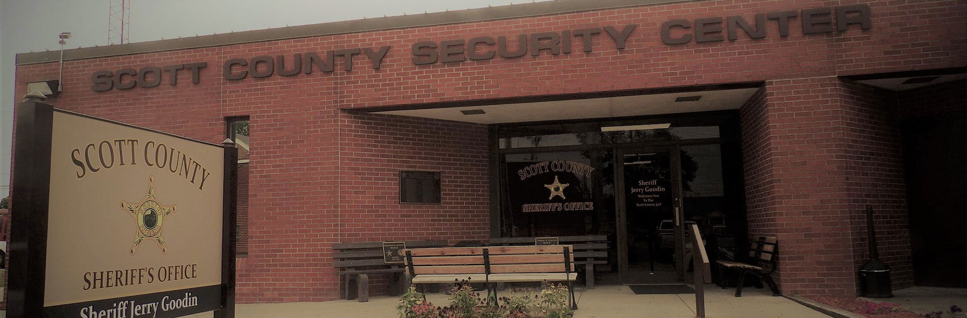 Front entrance to the Scott County Sheriff's Office.